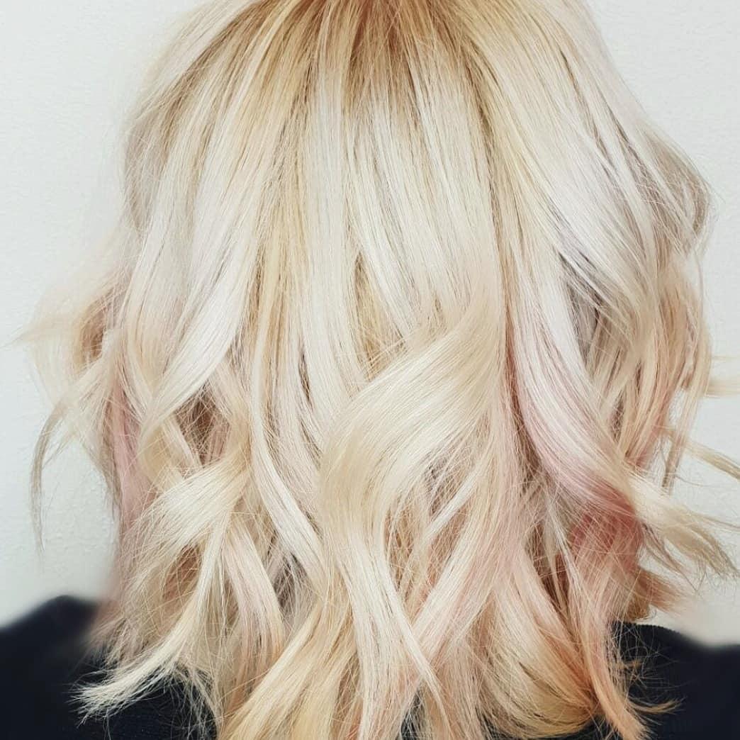 Hellblonden blonde strähnen mit haare Blondes haar